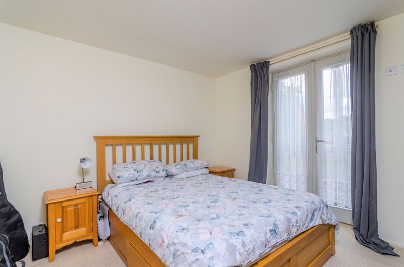 2 bed flat for sale in Silver Hill 9