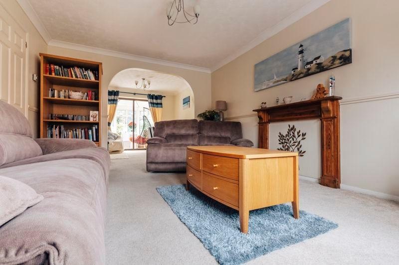 4 bed house for sale in Woodhall Rise, PE4