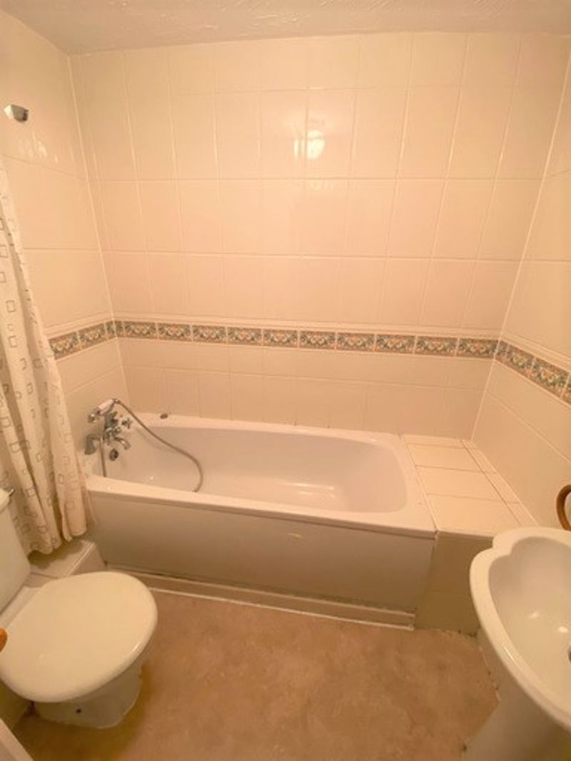 to rent in Lakeview Way 3