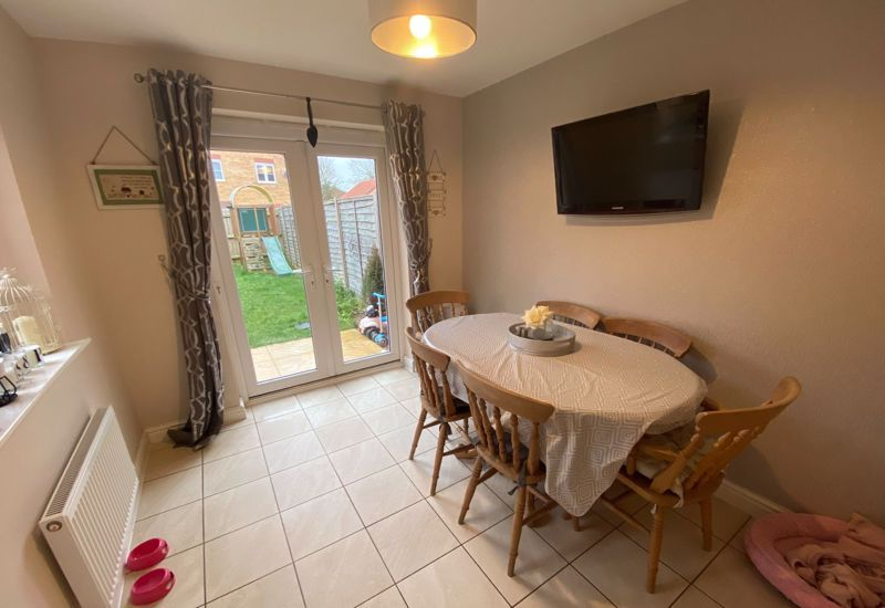 3 bed  for sale in Sandleford Drive 5