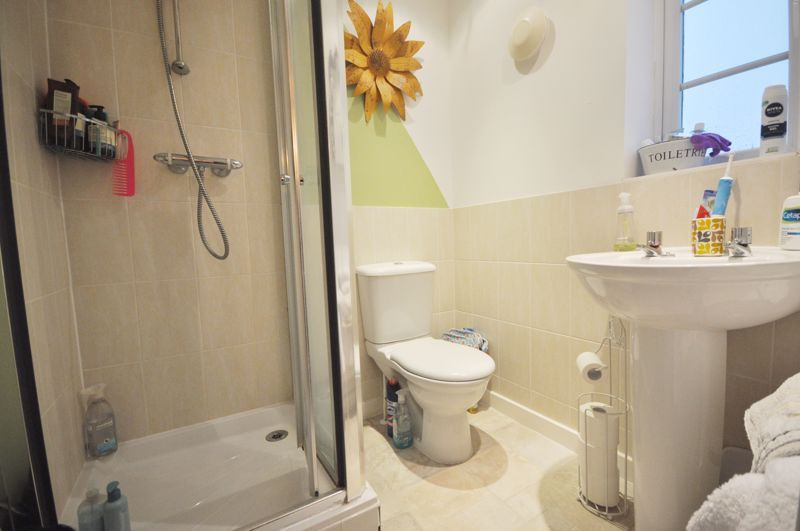 4 bed house for sale in New Lakeside 11