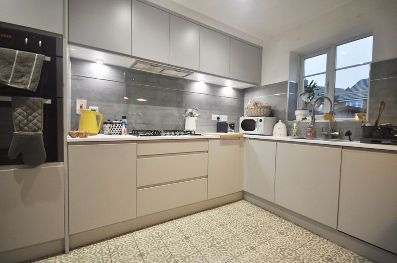 4 bed house for sale in New Lakeside 4