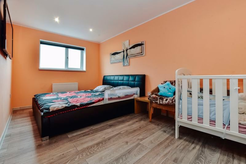 4 bed house for sale in Barnstock 12