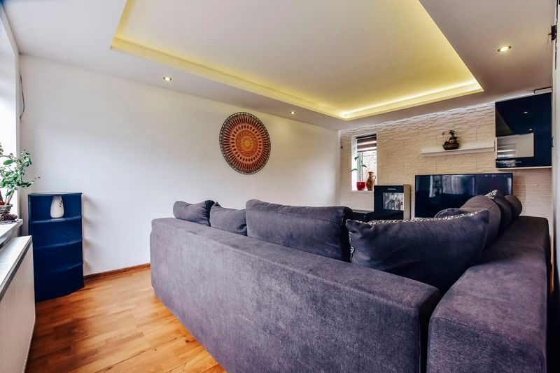 4 bed house for sale in Barnstock  - Property Image 4