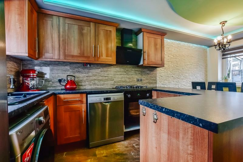 4 bed house for sale in Barnstock 5
