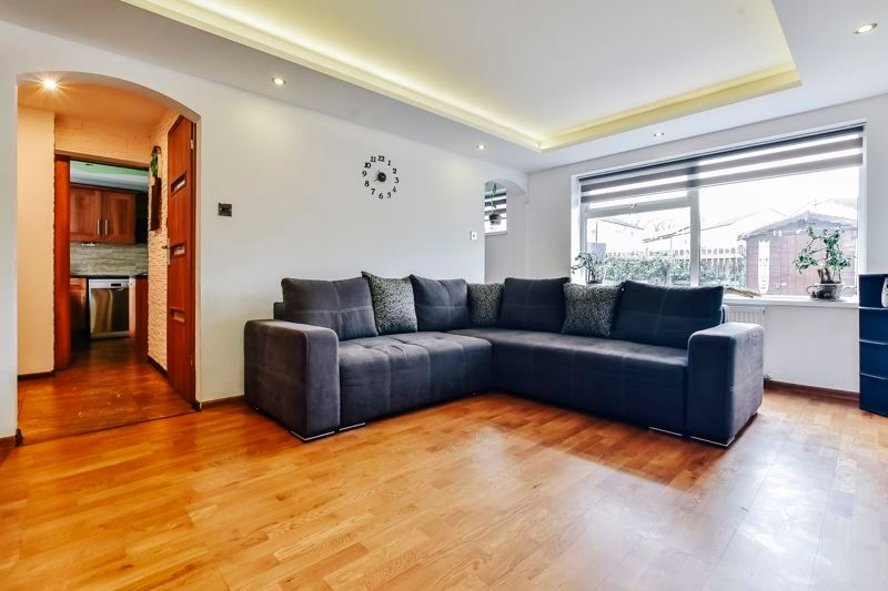 4 bed house for sale in Barnstock 6