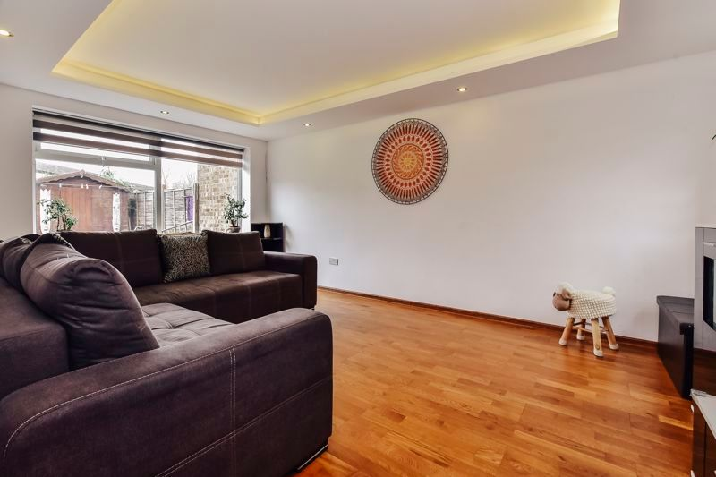4 bed house for sale in Barnstock 7