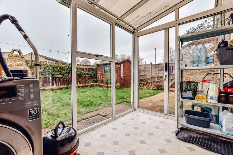 4 bed house for sale in Barnstock 9