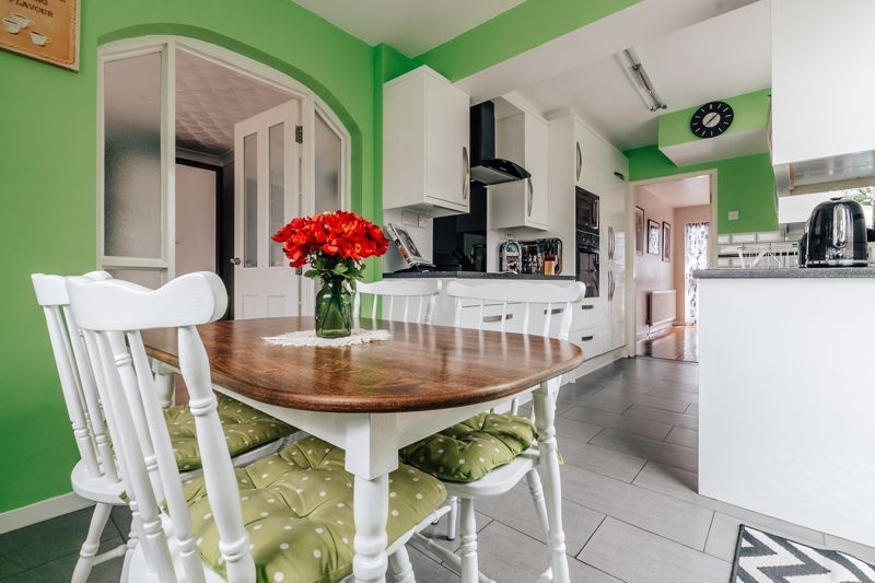 3 bed house for sale in Rayner Avenue  - Property Image 2