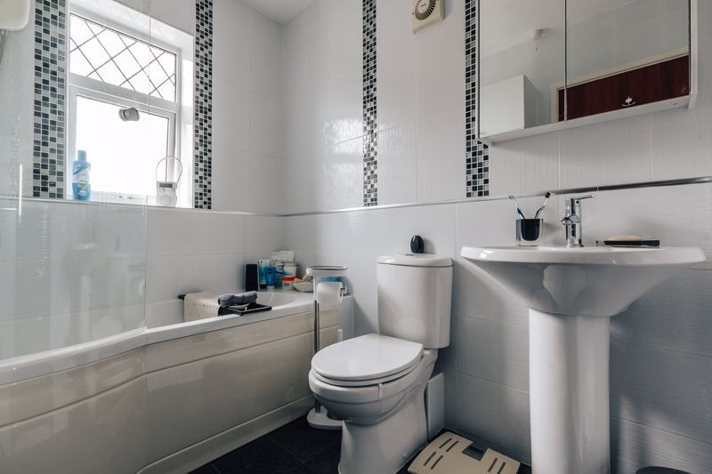 3 bed house for sale in Rayner Avenue  - Property Image 11