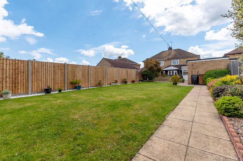 3 bed house for sale in Rayner Avenue 13