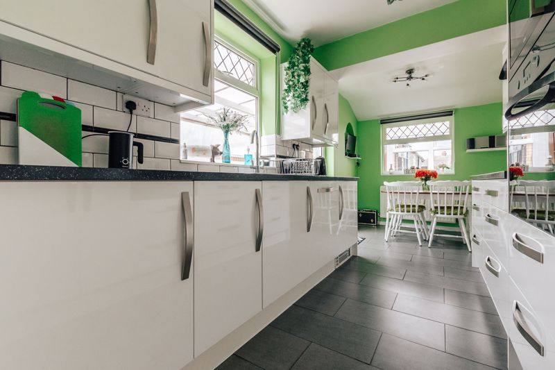 3 bed house for sale in Rayner Avenue  - Property Image 3