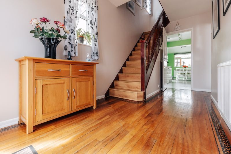 3 bed house for sale in Rayner Avenue  - Property Image 4