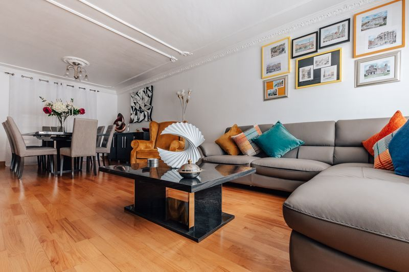 3 bed house for sale in Rayner Avenue  - Property Image 5