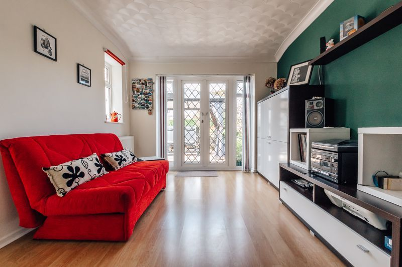 3 bed house for sale in Rayner Avenue  - Property Image 8