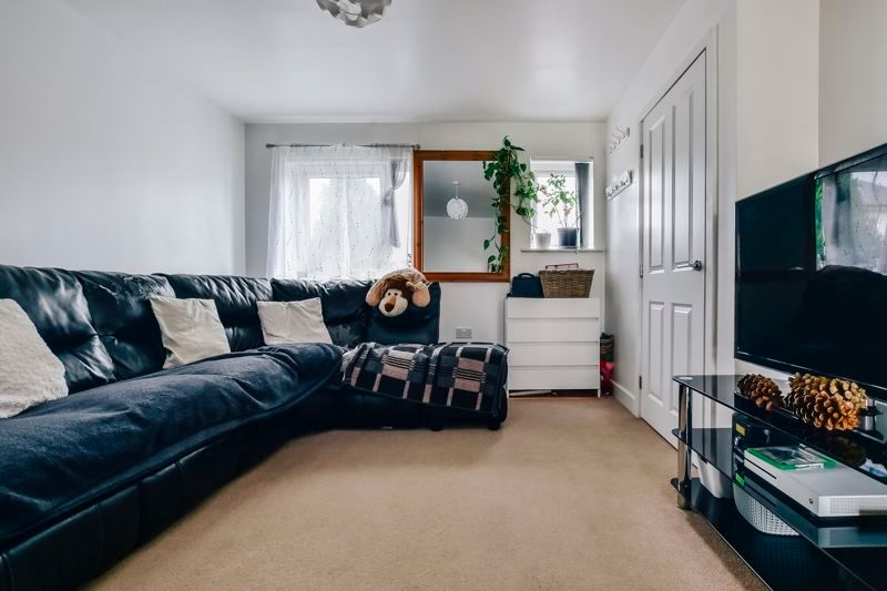 3 bed house for sale in James Avenue 4