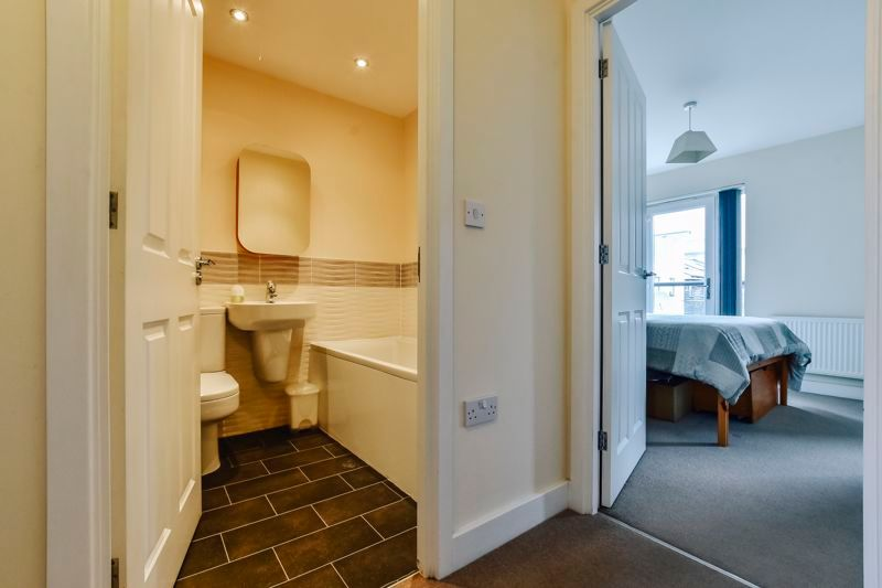 3 bed house for sale in James Avenue 7
