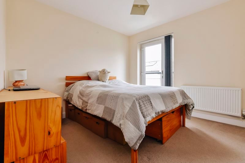 3 bed house for sale in James Avenue 8