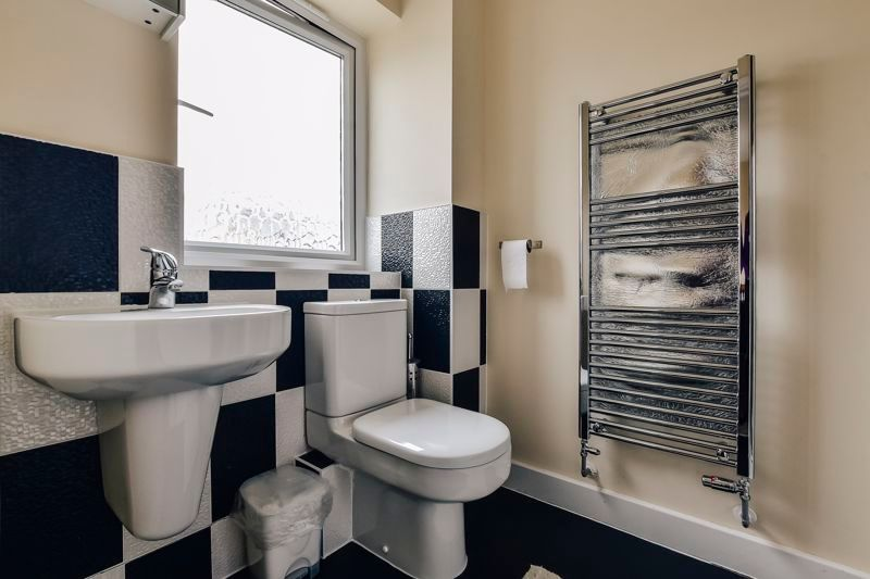 3 bed house for sale in James Avenue 10