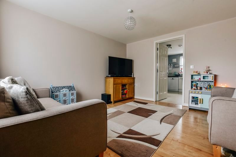 4 bed house for sale in London Road  - Property Image 2