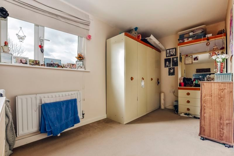 4 bed house for sale in London Road 11
