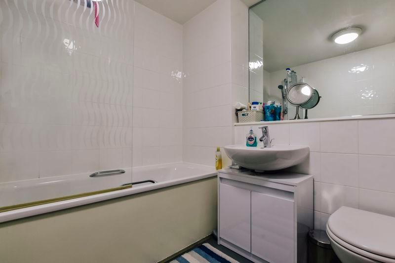 4 bed house for sale in London Road 13