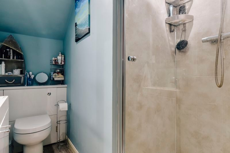 4 bed house for sale in London Road 16