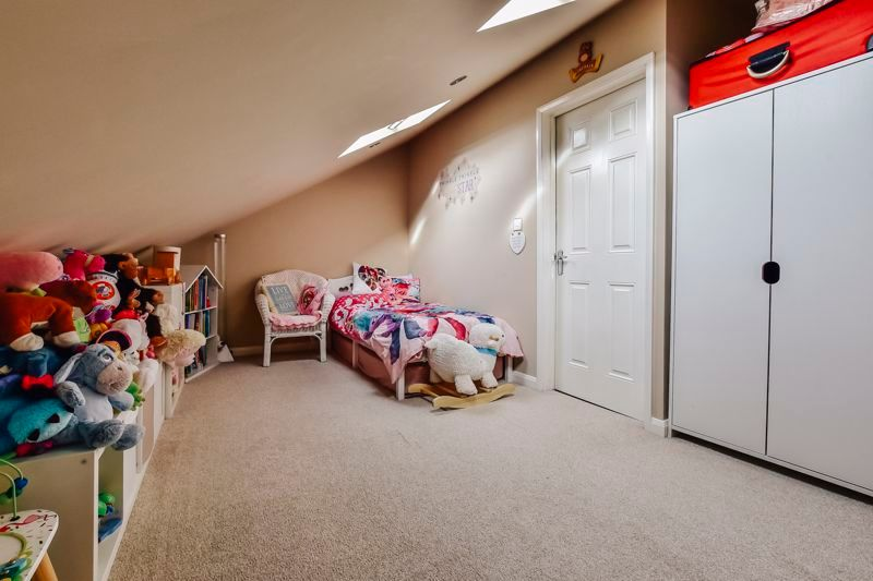 4 bed house for sale in London Road 17