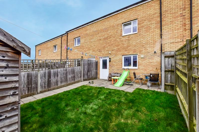 4 bed house for sale in London Road 18