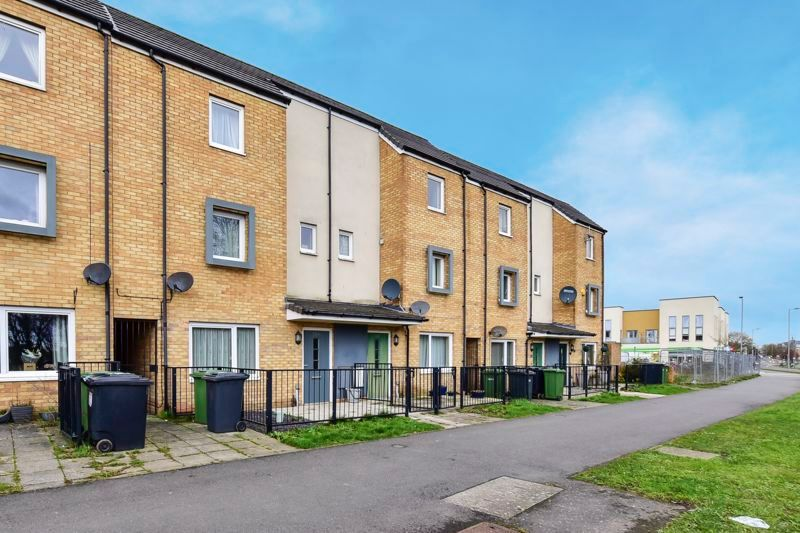 4 bed house for sale in London Road 3