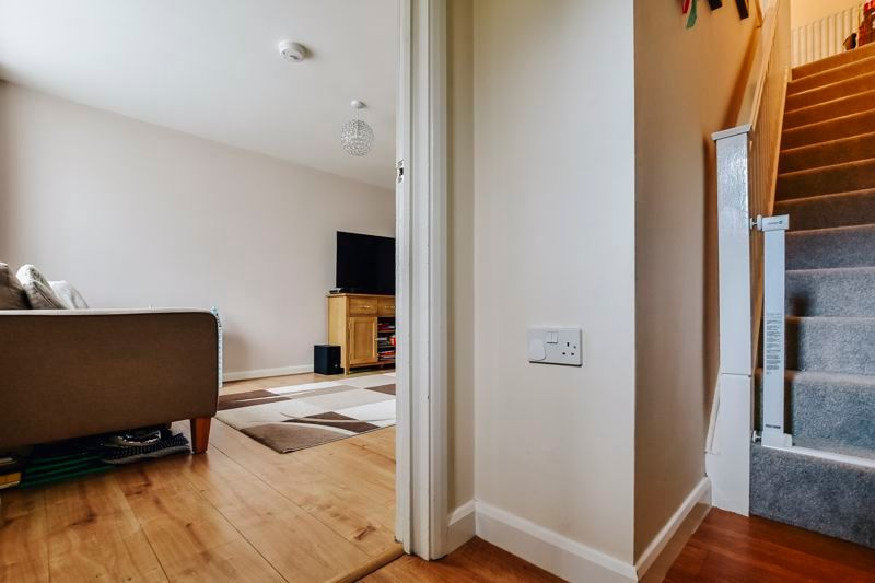 4 bed house for sale in London Road 4