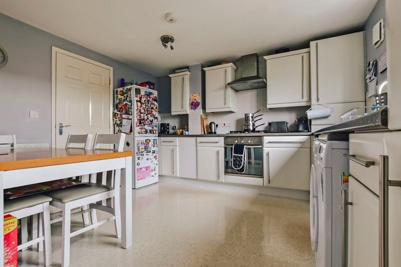 4 bed house for sale in London Road 5