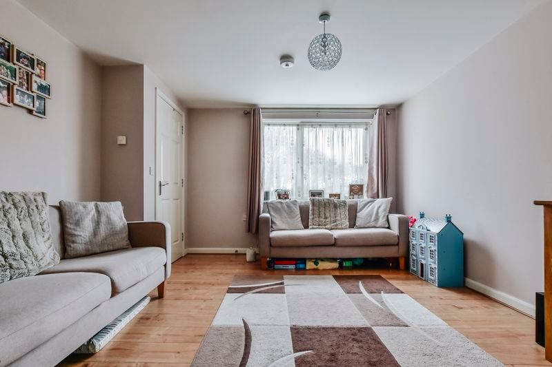 4 bed house for sale in London Road 7