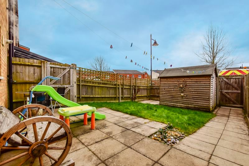 4 bed house for sale in London Road 8