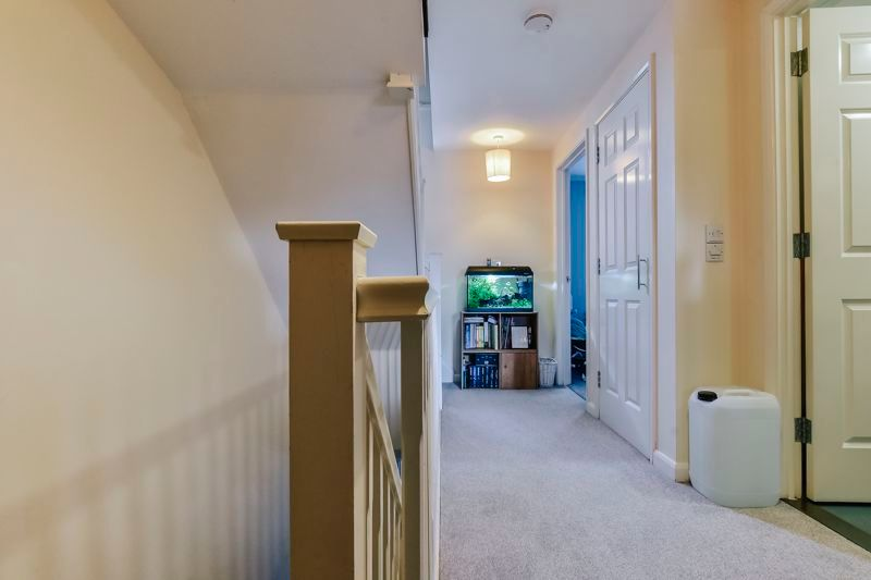 4 bed house for sale in London Road 9