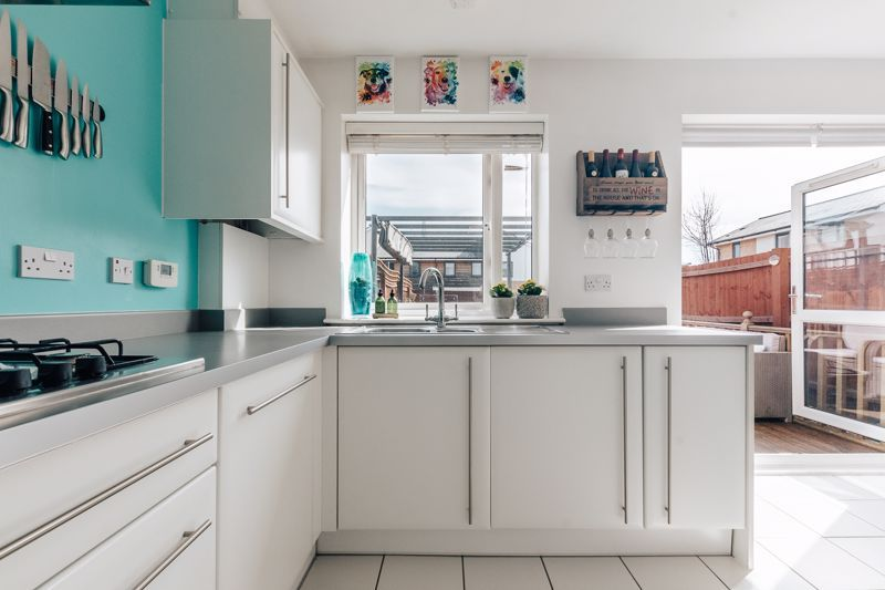 3 bed house for sale in Rudd Close 6