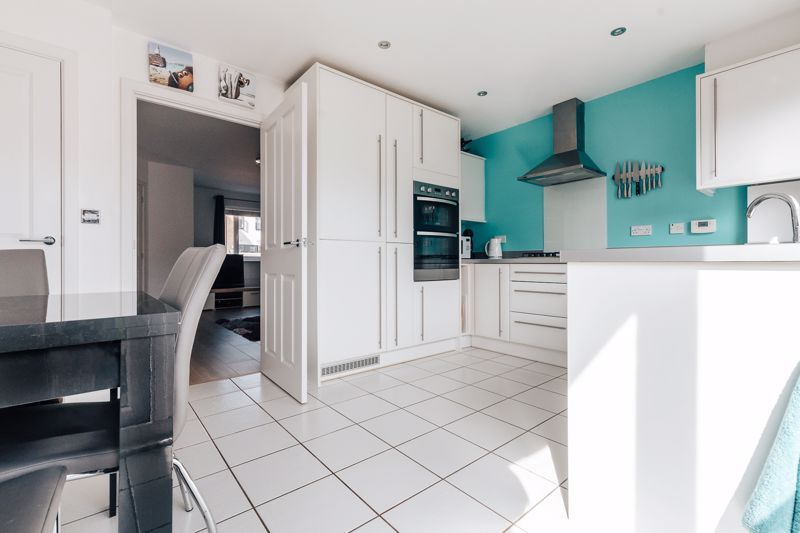 3 bed house for sale in Rudd Close 7