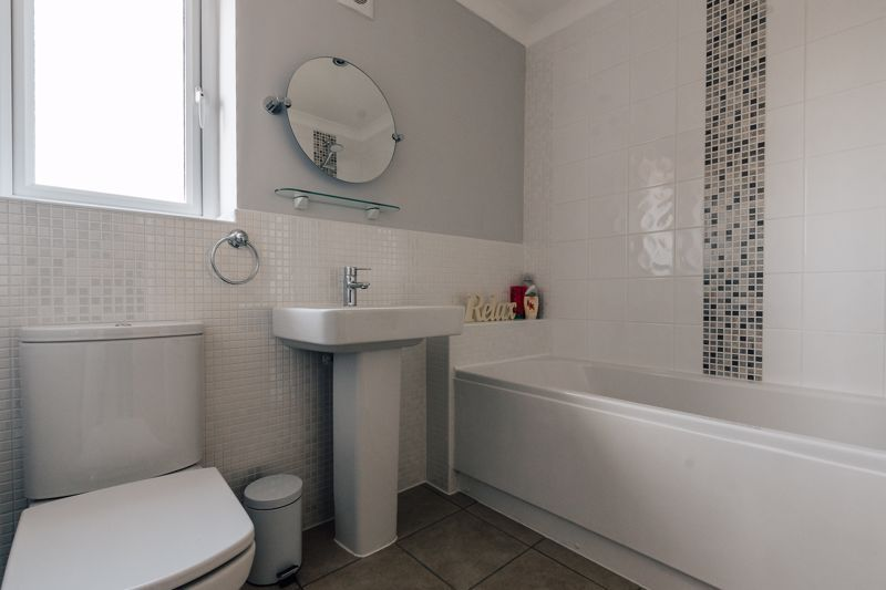 4 bed house for sale in Bayleaf Avenue 14