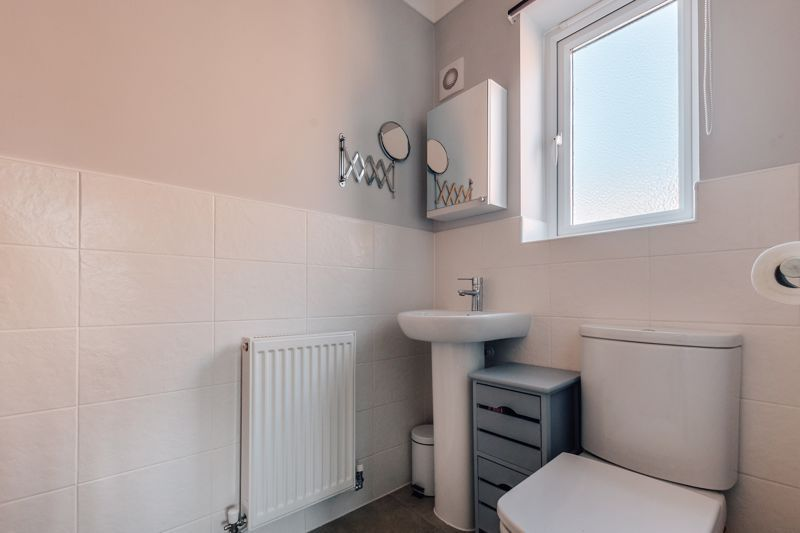 4 bed house for sale in Bayleaf Avenue 18