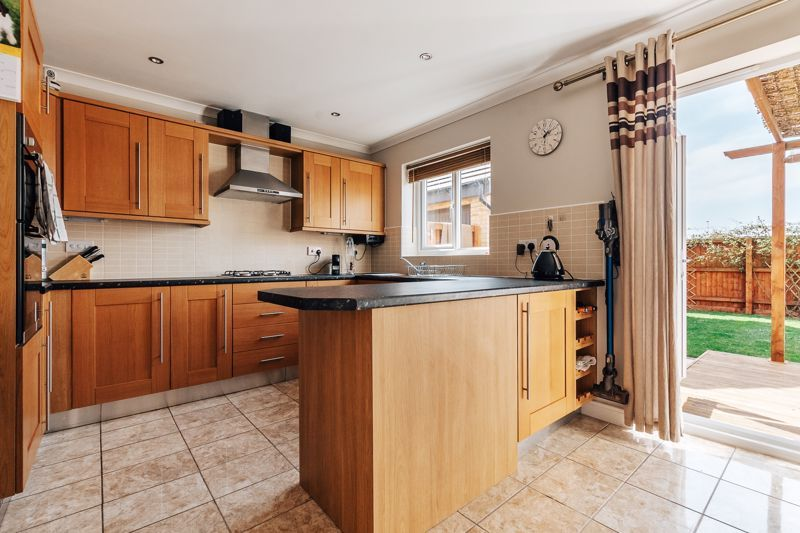 4 bed house for sale in Bayleaf Avenue 5