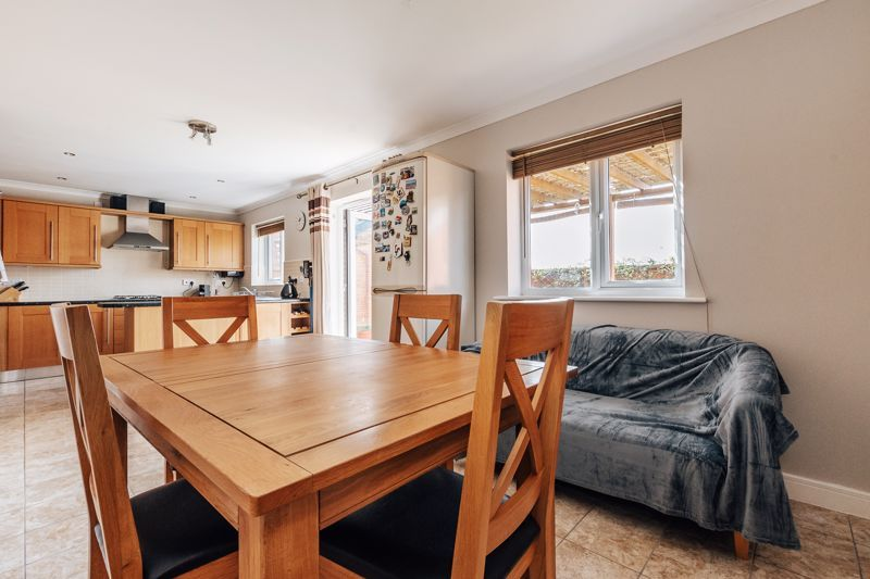 4 bed house for sale in Bayleaf Avenue 7