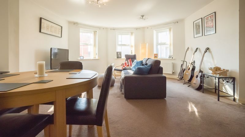 2 bed flat for sale in Verde Close 5