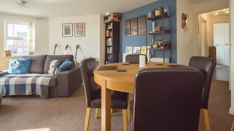 2 bed flat for sale in Verde Close 6