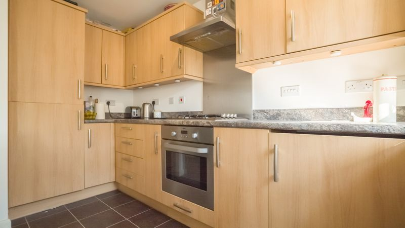 2 bed flat for sale in Verde Close 9