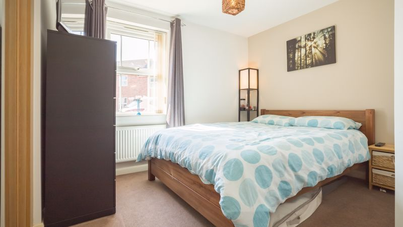 2 bed flat for sale in Verde Close 10
