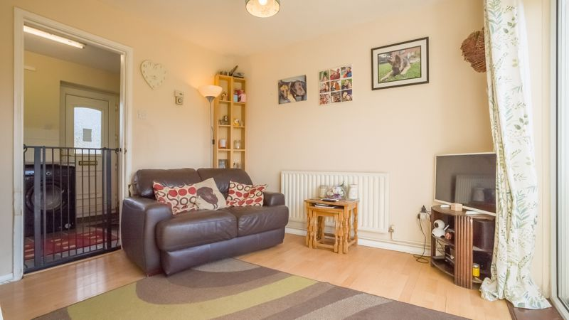 1 bed house for sale in De Bec Close 2