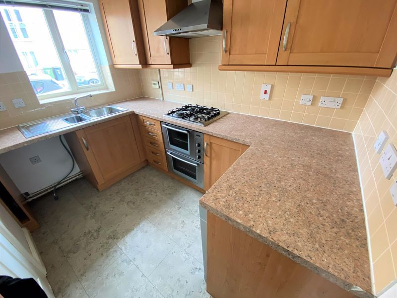 3 bed house to rent in Harn Road 1
