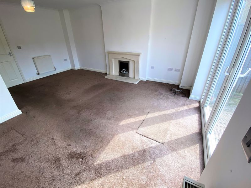 3 bed house to rent in Harn Road 4