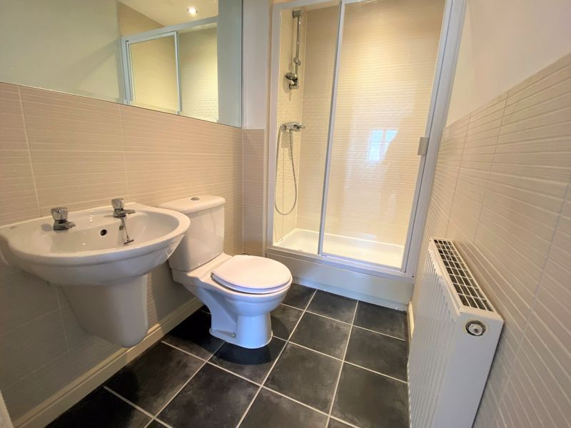 3 bed house to rent in Harn Road 9