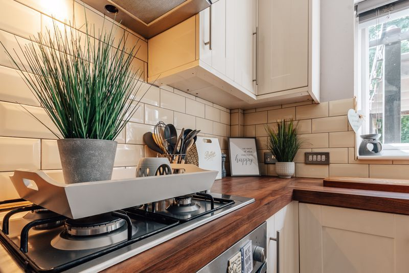 4 bed house for sale in Belton Road 1